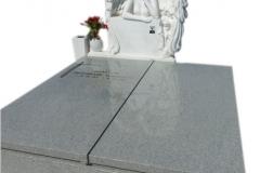 012 Pomnik granitowy z polaczeniem rzezby aniola w skrzydlach z bialego marmuru Thassos wraz z wazonem i lawka, Katowice