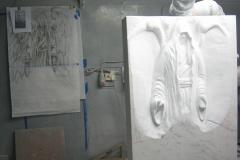 78 Szkic plaskorzezby przeniesiony na blok marmurowy, praca rzezbiarza w kamieniu - etap 3 i 4