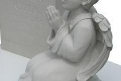 057_rzezba_aniolka_z_piaskowca_-_nagrobek_dla_dziecka