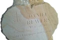 088 tablica nagrobna z sercem z piaskowca