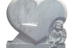192 Rzezba serca i aniolka z marmuru Calacatta na pomniczek dzieciecy, rzezbiarz Janusz Moroń, Chorzow