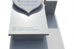 210 Pomniczek dzieciecy z bialego konlomeratu kwarcowego wraz z tablica sercem, Ustron