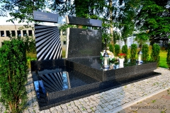05 Grobowiec rodzinny czarny ze szklem, Pszczyna