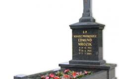12 Grobowiec rodzinny czarny z granitu z krzyzem, Kobior
