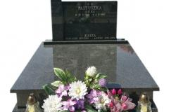 19 Grobowiec rodzinny czarny z granitu z krzyzem, Pszczyna