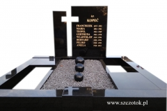 21 Grobowiec rodzinny z czarnego granitu z kulami ozdobnymi, Goczalkowice