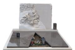 34 Grobowiec rodzinny z piaskowca wraz plaskorzezba oraz elementami granitu, Czechy-Frydek Mistek, rzezbiarz Janusz Moroń