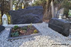 44 Grobowiec rodzinny w formie skał wraz z rzezba twarzy Jezusa, Pszczyna woj.slaskie