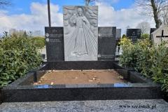 56 Pomnik granitowy na grobowcu rodzinnym wraz z plaskorzezba Jezusa Milosiernego, Wroclaw