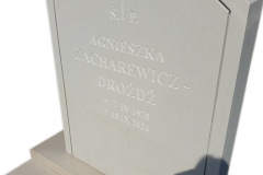 121 Tablica nagrobna z piaskowca wraz z liternictwem kutym recznie na pomnik na grobowcu, Olsztyn
