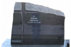 15_grobowiec_-_tablica_nowoczesna_z_czarnego_granitu_z_krzyzem_z_topinego_szkla_slask