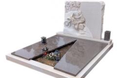 58 Pomnik na grobowcu z piaskowca wraz plaskorzezba oraz elementami granitu, Czechy-Frydek Mistek, rzezbiarz Janusz Moroń