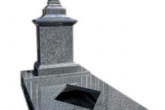 86 Pomnik z ciemnego granitu w formie kapliczki na grobowiec