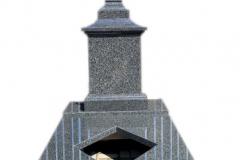 87 Pomnik z ciemnego granitu w formie kapliczki na grobowiec