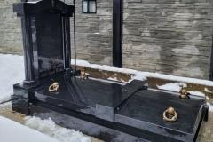91 Pomnik z czarnego granitu szwedzkiego na piwnicy grobowcowej, Ustron