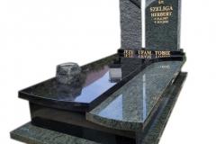 98 Nagrobek granitowy z rzezbiona tablicą na grobowiec, Janowice woj.slaskie