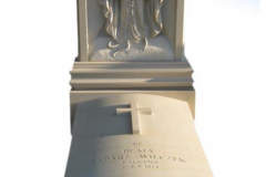 029_pomniki_nowoczesne_-_pomnik_z_piaskowca_z_maryja_krzyzem_oraz_z_symbolem_wiary_nadzei_i_milosci_sosnowiec