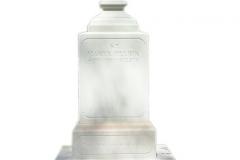 095 Pomnik nowoczesny, bialy z piaskowca z krzyzem, Pszczyna