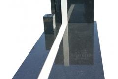 106 Pomnik nowoczesny z granitu ze wstawka z piaskowca, Katowcice