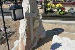 115 Nagrobek nowoczesny z piaskowca w formie skaly, Baszyn, woj.dolnoslaskie