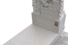 121 Nagrobek nowoczesny dziecięcy z piaskowca wraz z rzezba chlopca, Brzesko