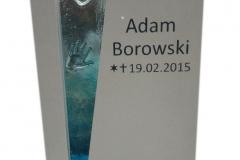 175 Tablica nagrobna nowoczesna, biala dla dziecka z konglomeratu kwarcowego z witrazem, Krakow
