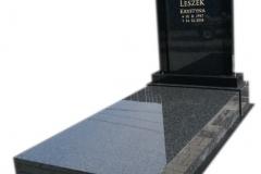 202 Pomnik nowoczesny z czarnego granitu w formie kapliczki wraz ze zloconym liternictwem, Pszczyna