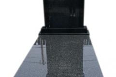 203 Pomnik nowoczesny z czarnego granitu w formie kapliczki wraz ze zloconym liternictwem, Pszczyna