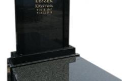 204 Pomnik nowoczesny z czarnego granitu w formie kapliczki wraz ze zloconym liternictwem, Pszczyna