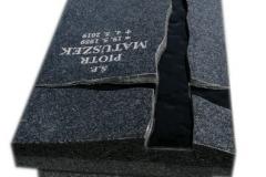 260 Nagrobek nowoczesny urnowy z ciemnego granitu wraz ze szklanym krzyzem, Knurow woj.slaskie