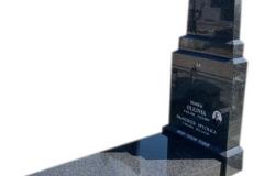 263 Nagrobek nowoczesny z ciemnego granitu na grobowcu, Wierzchlas k. Wielunia
