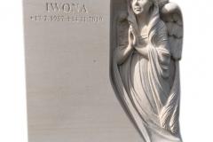 298 Pomniczek nowoczesny, urnowy z ciemnego granitu wraz z plaskorzezba aniola z piaskowca w tablicy nagrobnej, Gliwice