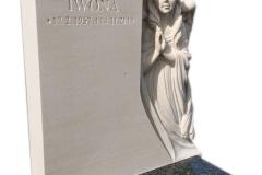 299 Pomniczek nowoczesny, urnowy z ciemnego granitu wraz z plaskorzezba aniola z piaskowca w tablicy nagrobnej, Gliwice
