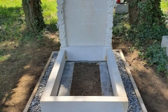 302 Pomniczek nowoczesny dla dziecka z piaskowca wraz z rzezbiona tablica nagrobna, Bielsko Biala