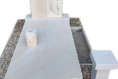 304 Nagrobek nowoczesny z piaskowca wraz z plaskorzezba dziewczynki, aniolka w skrzydlach, Katowice