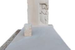 305 Nagrobek nowoczesny z piaskowca wraz z plaskorzezba dziewczynki, aniolka w skrzydlach, Katowice