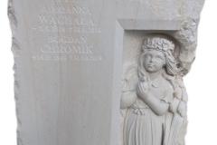 307 Plaskorzezba dziewczynki, aniolka w skrzydlach wykonana w piaskowcu w formie tablicy nagrobnej na nagrobek nowoczesny, Katowice