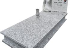 312 Pomnik nowoczesny z jasnego granitu wraz z plaskorzezba aniola, Sosnowiec