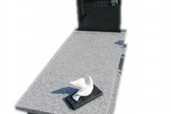 320 Nagrobek nowoczesny granitowy wraz z liternictwem rytym w tablicy nagrobnej, Pszczyna