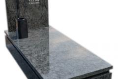 333 Pomnik nowoczesny granitowy z krzyzem w tablicy, Gliwice