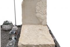 342 Nagrobek nowoczesny urnowy z piaskowca wraz z plaskorzezba drzewa, Chruszczobrod, woj.slaskie