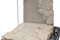 344 Nagrobek nowoczesny urnowy z piaskowca wraz z plaskorzezba drzewa, Chruszczobrod, woj.slaskie