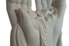 348 Rzezba dziecka w dloniach z piaskowca - pomnik nowoczesny, Bierun, wyk. rzezbiarz Janusz Moroń