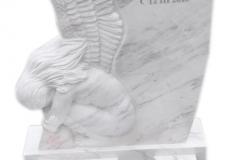 367 Nagrobek urnowy z marmuru Calacatta z plaskorzezba aniola, Wroclaw, wyk. rzezbiarz Janusz Moroń