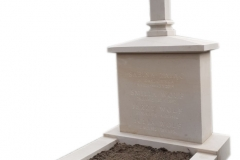 375 Pomnik nowoczesny z piaskowca w formie kapliczki z rabata, Katowice