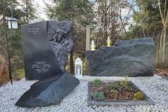 381 Nagrobek nowoczesny w formie skał wraz z rzezba twarzy Jezusa, Pszczyna woj.slaskie