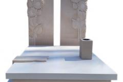 389 Pomnik nowoczesny z jasnego konglomeratu kwarcowego wraz z plaskorzezba slonecznikow z piaskowca na tablicach nagrobnych, Gliwice
