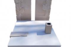 392 Pomnik nowoczesny z jasnego konglomeratu kwarcowego wraz z plaskorzezba slonecznikow z piaskowca na tablicach nagrobnych, Gliwice