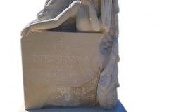 406 Rzezba pelnoplastyczna aniola z piaskowca na nagrobek nowoczesny z konglomeratu kwarcowego jasnego,rzezbiarz Janusz Moroń, Ruda Slaska, woj.slaskie