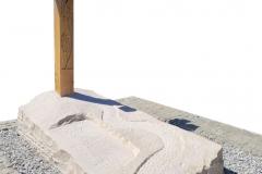 409 Nagrobek nowoczesny z piaskowca wraz z drewnianym krzyzem, Ruda Slaska, woj. slaskie